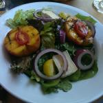Grilled peach salad with brie