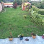 L'interno e il giardino all'esterno