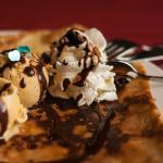 crêpe chocolat glace vanille et chantilly
