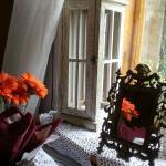 Stolik przy oknie