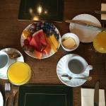 fruta variada, zumo recién hecho, té, café...