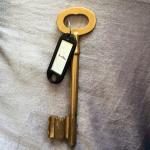 The Key: 200g !Piscine au milieu d'un parc. Salle à manger ultra kitch. Notre salle de bain n'ét
