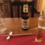 Un whisky Nikka dosé généreusement et une bière Irin