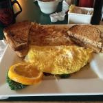 Mushroom spinach Swiss cheese omelette! Served with rye toast and hash browns !