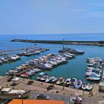 Vista del porto dalla terrazza del ristorante