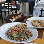 Starters, salade en cheesepie