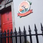 Façade avant, sur Parliament St., une des rues principales à Kilkenny