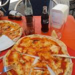 "pizza margherita e ""refrescos"""