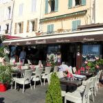 """Le restaurant """" le Don Camillo"""" sur le port de Cassis"""
