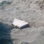sassi lasciati dai pescatori