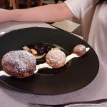 Le Yuzu: agrume d'Asie en crème pâtissière légère dans une trilogie de choux en craquelin