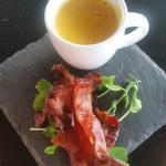 Forrett 1: gulrotsuppe og bacon