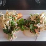 Hovedrett 1: pannestekt kveite med blomkålpure og fennikelsalat