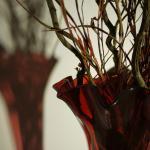vaso vetro rosso nella hall