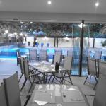A tavola con vista piscina