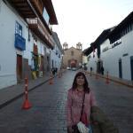 Caminando por la calle que conduce a la Plaza