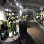 地下のワインカーブ