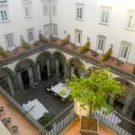Terrasse des petits déjeuners et des diners dans un ancien palais