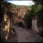 une rue du petit village d'Opède le vieux