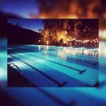 Piscina olimpionica di notte