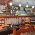 El comedor interior. Con aire acondicionado, además dispone de una buena terraza.
