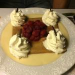 La framboisine, framboises au kirsch et crème anglaise