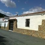 Fachada principal(c/.J.V.Gordo)El Repilado-jabugo(Hva.). Setas recolección propia y terraza del
