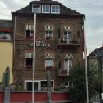 Located in the hotel Moseltor. There is an outside terrace dining area overlooking the river if