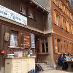 gemütliches Bergrestaurant, draussen wie drinnen