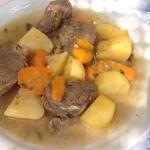 Beef with potatoes and lemon