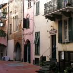 L'ingresso del ristorante nella Piazzetta di Borgo Castello