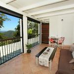 Private Covered deck with views at Mapleton Falls Accommodation