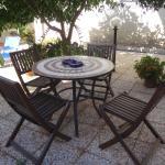 Coin repas (ou détente) possible dans un superbe jardin
