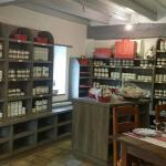 Salle 1 et sa boutique de conserves