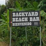 Backyard Bar and Grill Foto