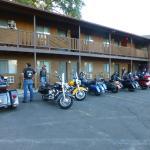 Broken Spurs Motel