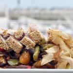 Tataki de bonito con wok de verduras
