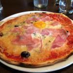 La pizza Regina avec le supplement œuf a 1 euro
