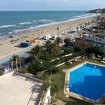 Vistas a la playa de Morro de Gos (Oropesa de Mar) y a la piscina del hotel