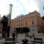 Vista esquina del Teatro Romea