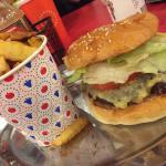Foto de Huxtaburger