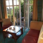 Wohnecke und Blick zur Terrasse