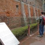 muro com marcas das balas