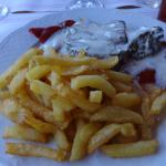 tournedos de boeuf/piquillos/sauce roquefort et frites maison