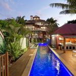 Back view of Franklin Villa on the pool deck