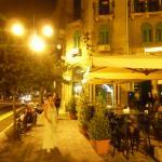 ночной вид отеля( зел.жалюзи .второй этаж)