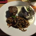 Argentinisches Filet 180 g  mit Ofenkartoffel und Zwiebel