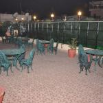 RELAXING ROOF-TOP FOOD ZONE