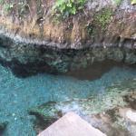 Poza de aguas cristalinas