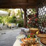Breakfast i the garden
